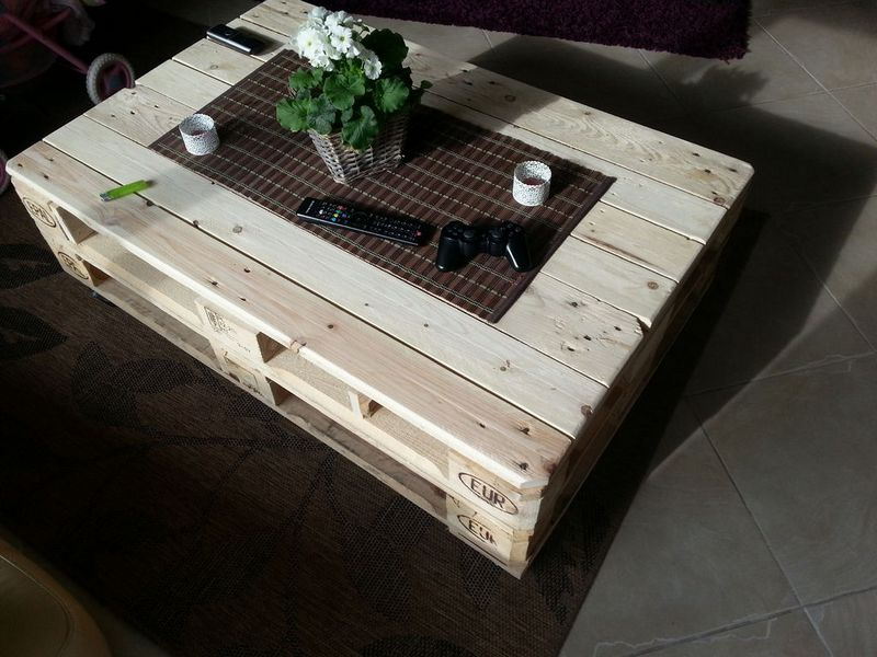 DIY Lift Top Pallet Coffee Table 1
