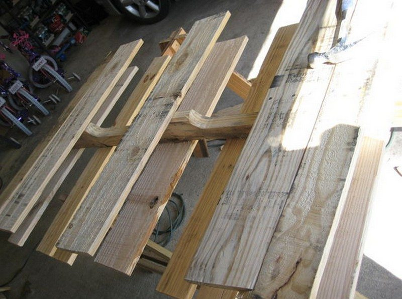 Detaching the boards from the middle stringer
