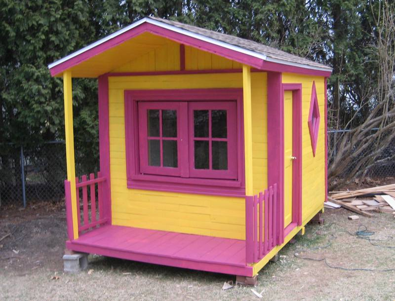 Build the Kids a Pallet Playhouse!