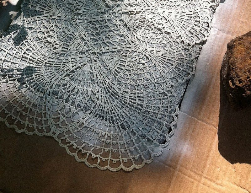 Diy lace like stepping stones diy projects for everyone for Stone spray paint projects