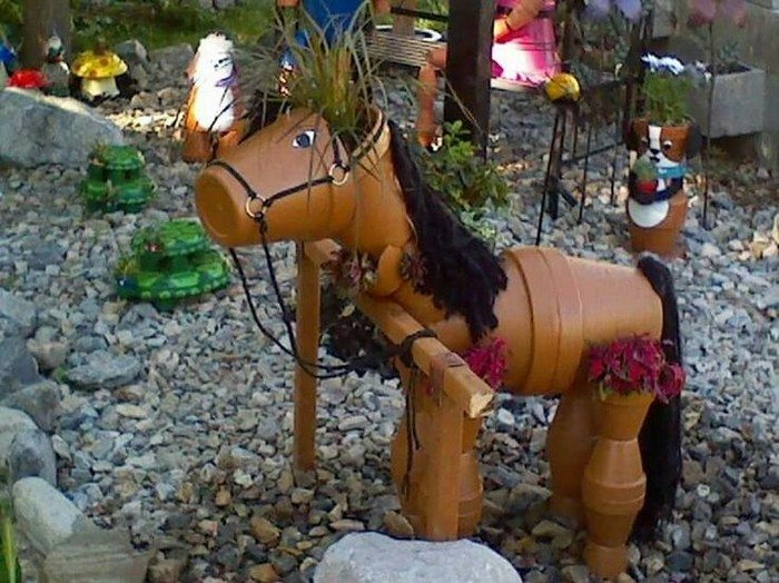 Decorate your garden by making this clay flower pot horse diy