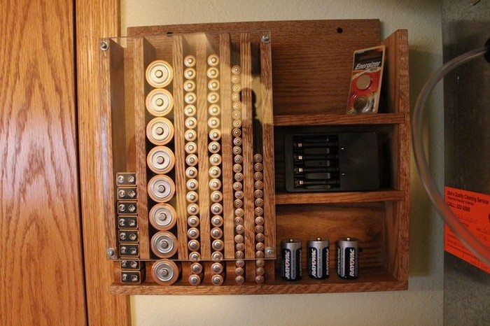 Homemade drop down battery dispenser diy projects for everyone diy drop down battery dispenser solutioingenieria Images