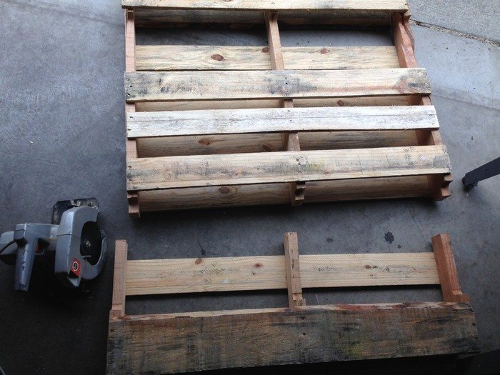 wine rack from a recycled pallet diy projects for everyone. Black Bedroom Furniture Sets. Home Design Ideas