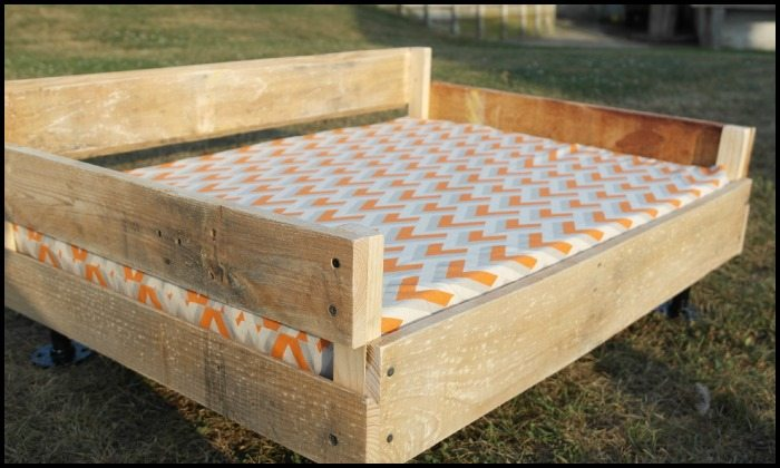 Make a Pallet Dog Bed DIY projects for everyone