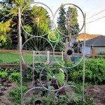 A great upcycling idea using old bike wheels!