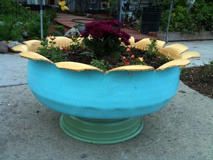 Spray painting furniture ideas - How To Make An Attractive Planter From An Old Tire Diy Projects For