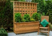 Planter with Privacy Screen