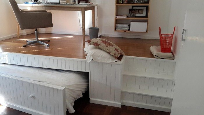 How to build a pull-out bed under a platform floor | DIY projects for ...