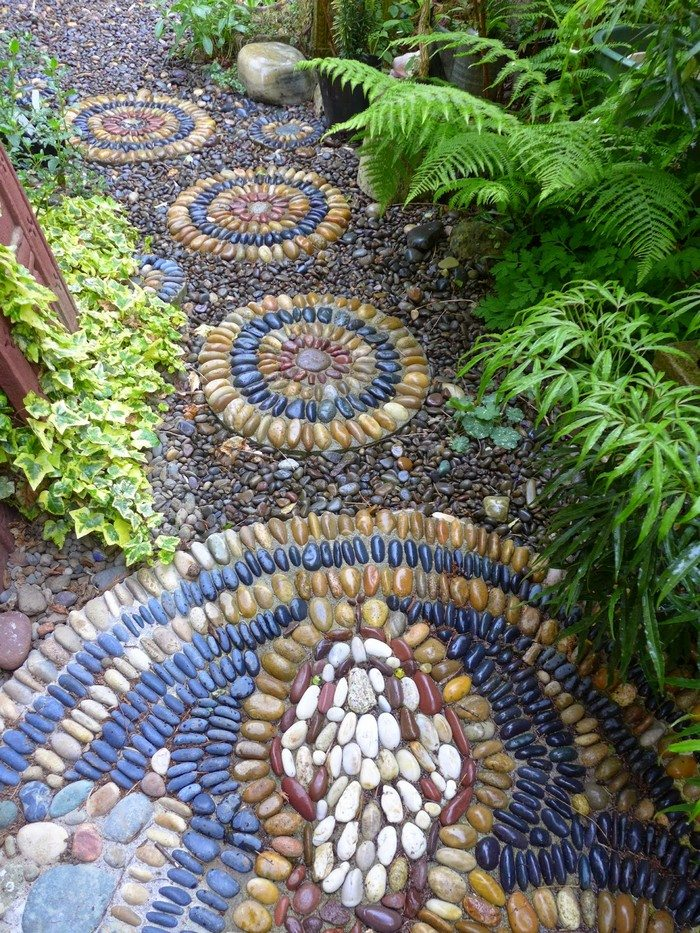 How To Make Pebble Mosaic Stepping Stones DIY Projects