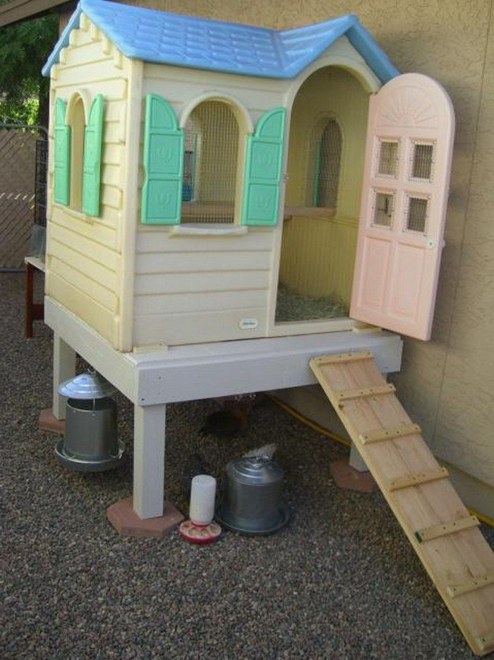 Turn an old playhouse into a chicken coop diy projects for Plastic duck house