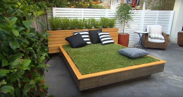 How to build an amazing daybed made of grass