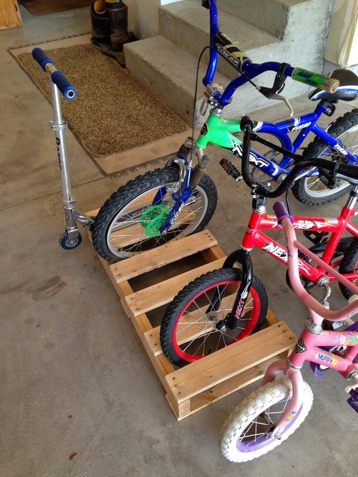 Build A Bike Rack From Recycled Pallets Diy Projects For
