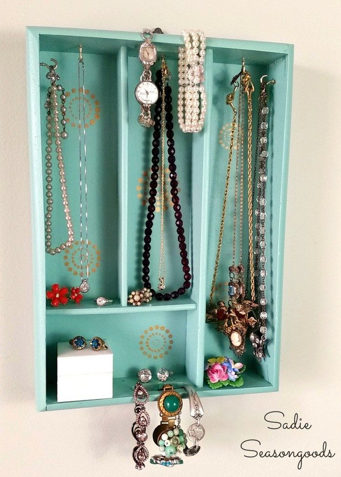 Turn A Cutlery Tray Into A Jewelry Organizer Diy