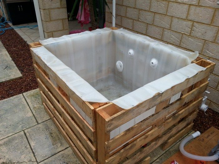 Swimming pool from recycled pallets diy projects for for Pond made from pallets