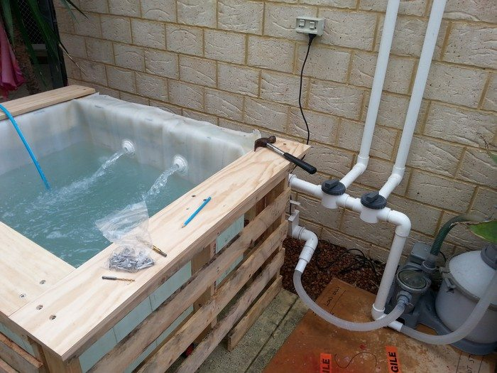 Swimming pool from recycled pallets diy projects for for Make a swimming pool out of pallets