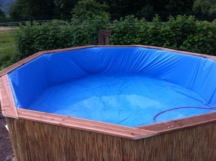 Swimming pool from recycled pallets diy projects for for Repurposed swimming pool