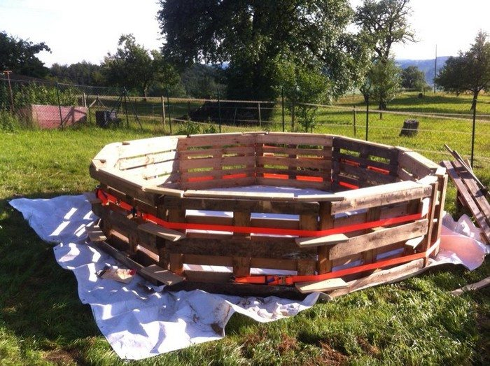Swimming pool from recycled pallets diy projects for everyone - Swimming Pool From Recycled Pallets Diy Projects For Everyone