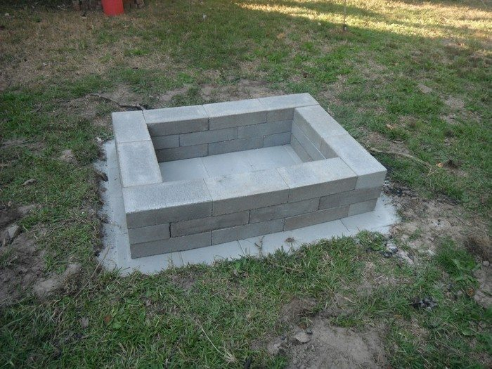 Build a fire pit from cement landscape blocks diy for How to build a block fire pit