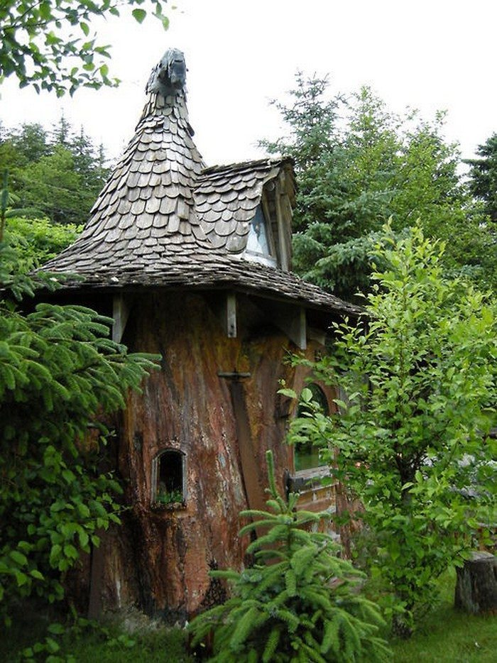 Make a cute fairy house from an ugly tree stump diy for Tall tree stump ideas