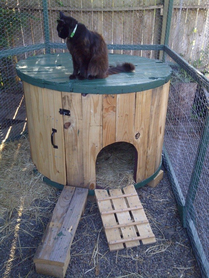 How To Turn A Cable Spool Into A Duck House Diy Projects