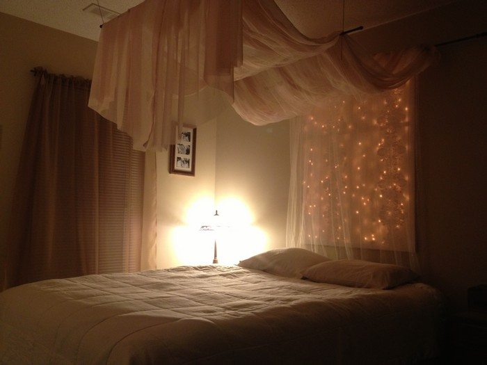 Using christmas lights in bedroom - Make A Magical Bed Canopy With Lights Diy Projects For Everyone