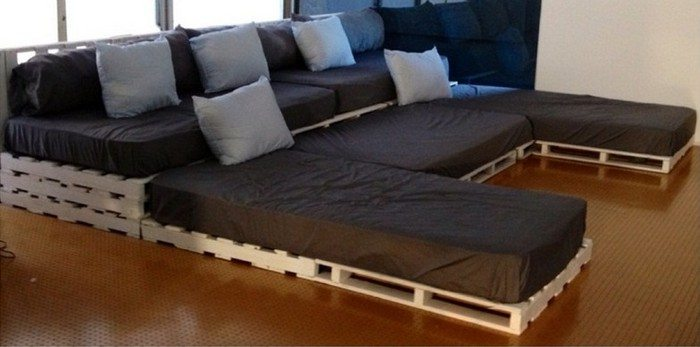 Build A Movie Theater Sofa From Pallets Diy Projects For
