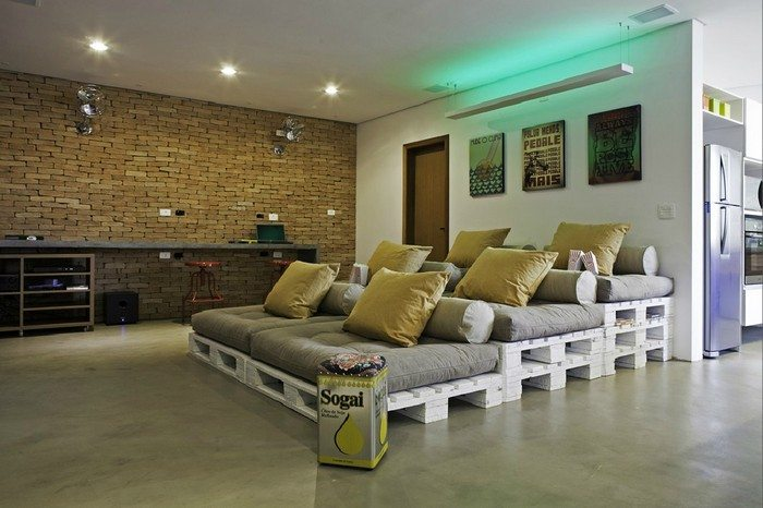 Pallet-Movie-Theater-Sofa-1 Pallet Home Theater Furniture on pallet beds, pallet entertainment centers, pallet chairs, pallet cabinets, pallet theater seating furniture, pallet dressers,