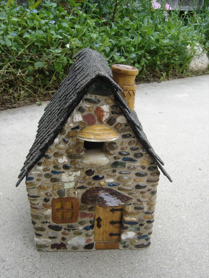 Make an adorable stone bird house for your garden diy for Diy stone birdhouse