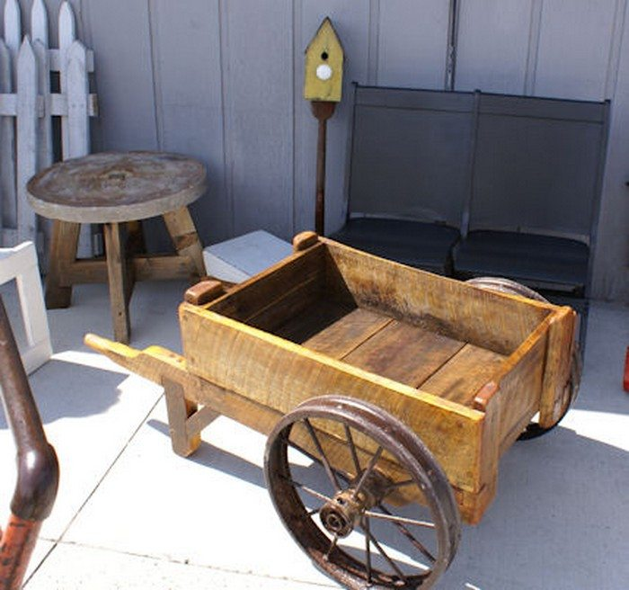 Build A Pallet Wheelbarrow For Your Garden Diy Projects