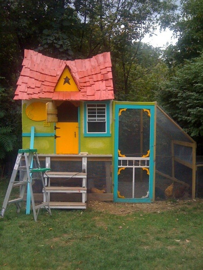 Fairytale cottage chicken coop diy projects for everyone for Chicken coop for 2 chickens