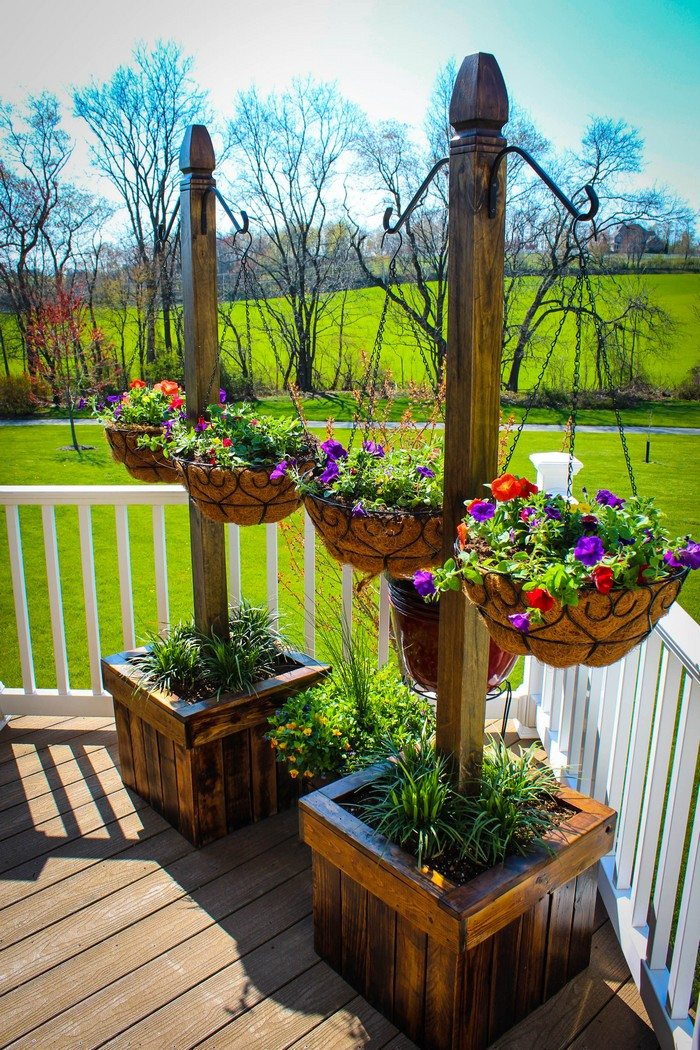 Decorate your patio with pretty flowers in a hanging for Garden planter ideas