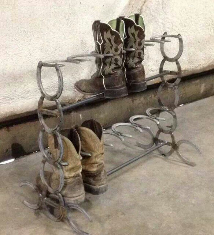 How to build a boot rack from horseshoes diy projects for Things you can make with horseshoes