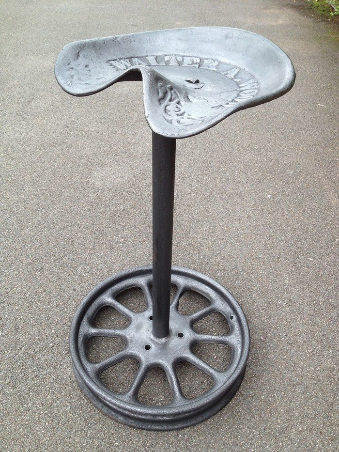 Tractor Seat Garden Stool : Tractor seat bar stool diy projects for everyone