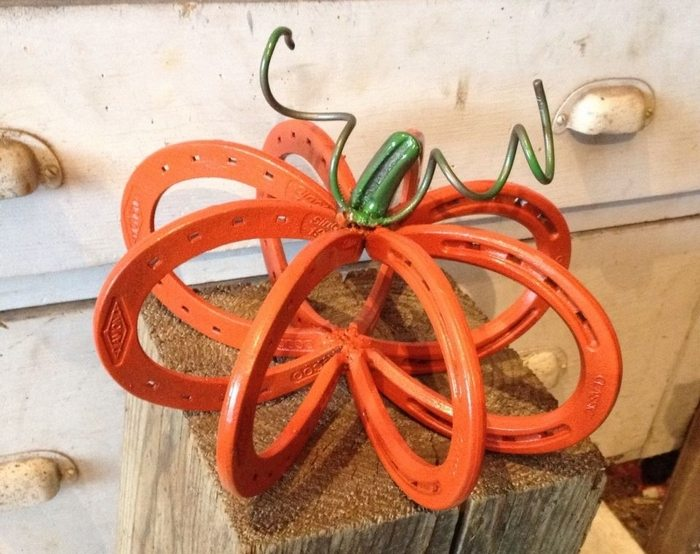 Recycled repurposed christmas crafts pinterest home for Things you can make with horseshoes