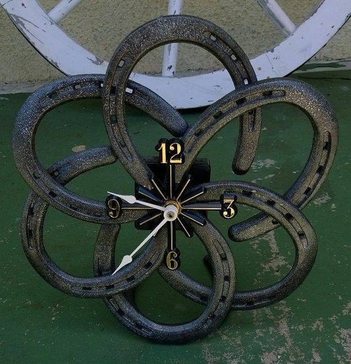 10 things you can make with horseshoes diy projects for for Cool things made out of horseshoes