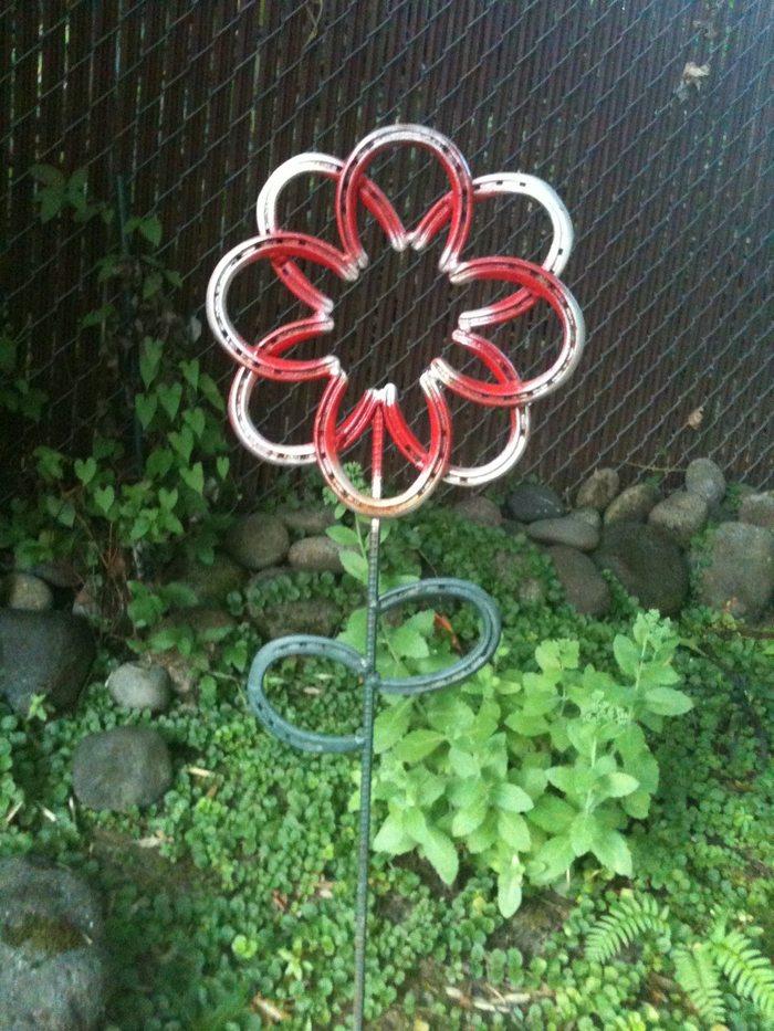 Horseshoe Flower Yard Art