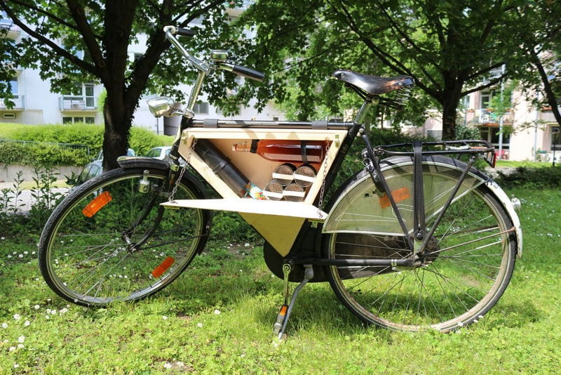 You can go anywhere with this portable DIY bike picnic box.