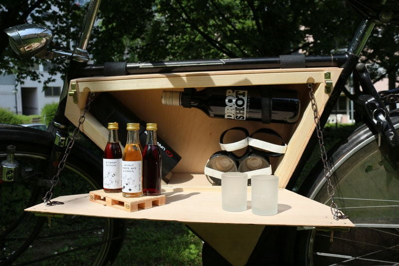 A picnic box on a bike? Yes to this!