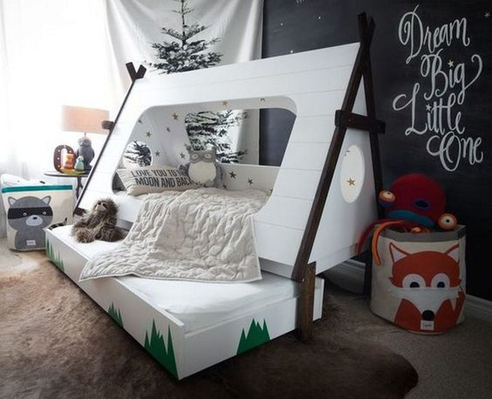 Your child will have lots of fun sleeping on this DIY teepee bed!