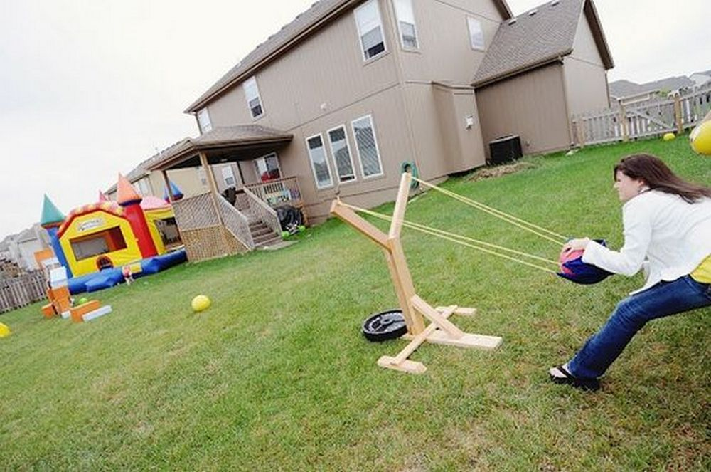 Kids and adults will love this DIY backyard slingshot, that's for sure.