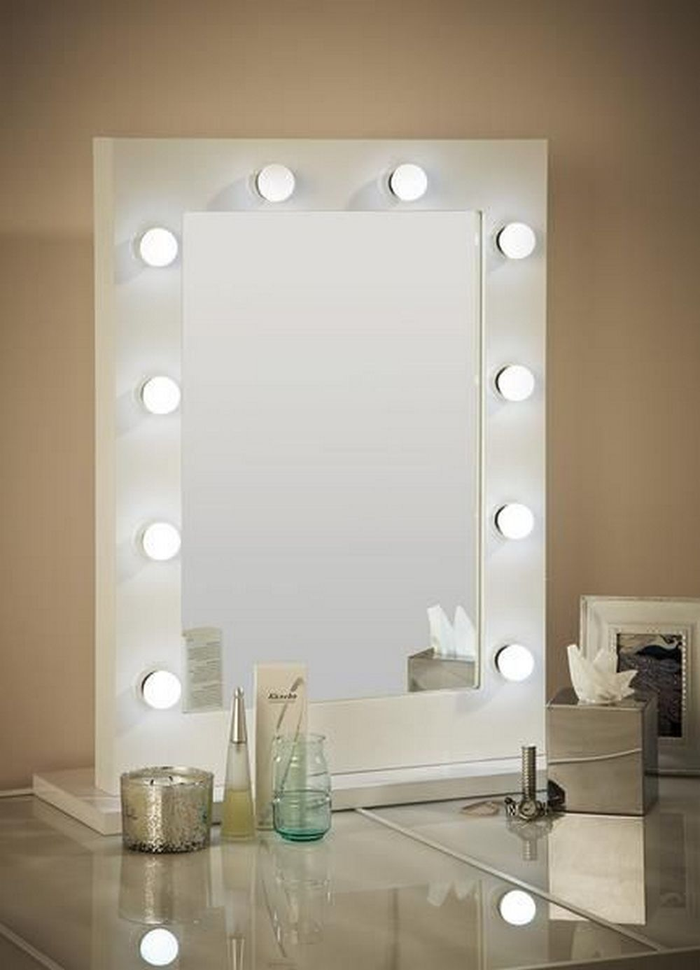 Diy Hollywood Lighted Vanity Mirror Diy Projects For