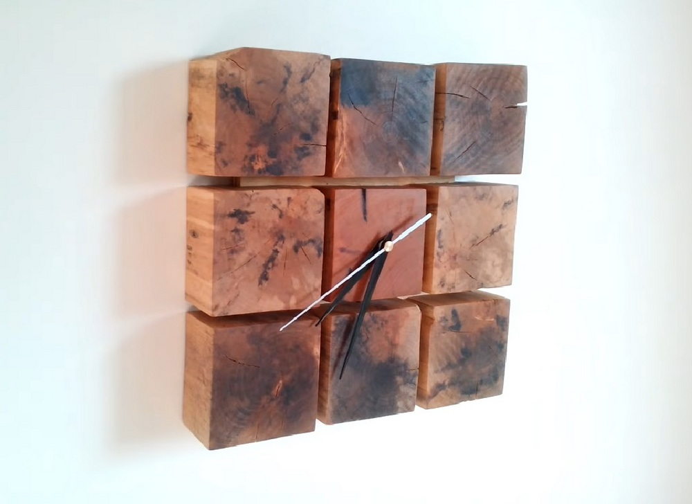 This vintage-looking clock made out of wooden blocks is very easy to make.