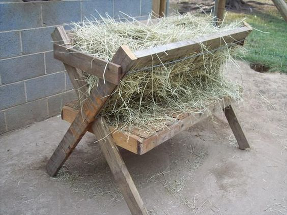 Why spend $600 for a hay feeder when you can build one for almost zero cost?